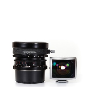 Voigtlander L-12mm f/5.6 Ultra Wide-Heliar Aspherical Black + Finder + Case